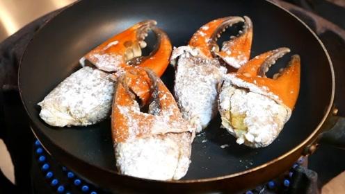 日本人吃螃蟹真会吃,一个螃蟹钳子就比手掌还大,吃起来太爽了
