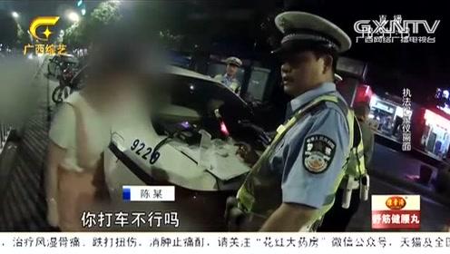 荒唐!女司机无证还醉驾 被查还赖上宠物狗