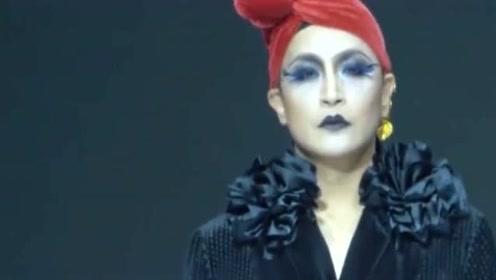 陈志朋走秀,这装扮让网友很是不解,这画面真是不忍看!