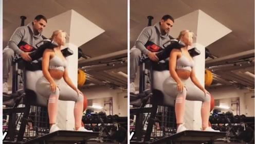 健身情侣健身房秀恩爱 女友的力量真的很大!