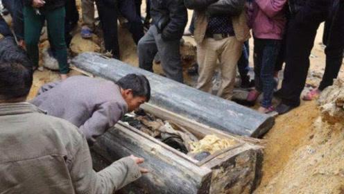 """内蒙古诡异丛生,专家挖出""""千年古棺"""",墓主人身份揭开千年秘密"""