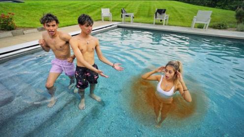 双胞胎兄弟和女友游泳,女友身边却变了颜色!网友:这下尴尬了