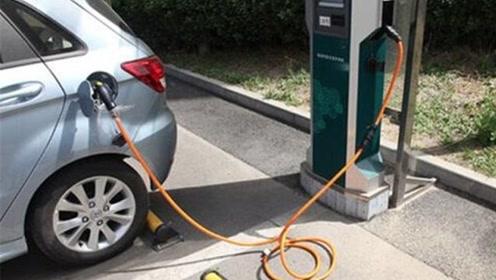 路边充电被判违章停车,车主感到很憋屈,网友:要这充电桩干什么