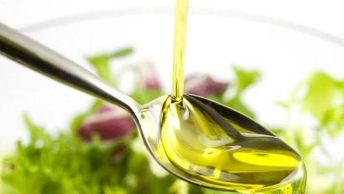 减肥的美眉怕吃油 用它一刮不留一滴油