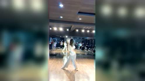 新编热舞,漂亮的小姐姐跳给你看!