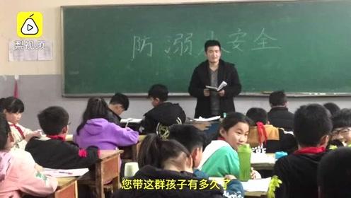 """小学生写作文""""吐槽""""单身老师:不会谈爱情,29岁还没女朋友"""