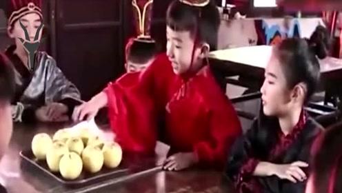 """孔融四岁就懂让梨,但最后为何以""""不孝""""罪名,被曹操诛杀满门?"""