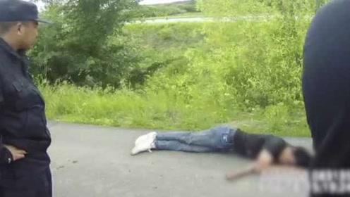 游客花光旅费赌气扔掉手机,饿了3天路边晕倒