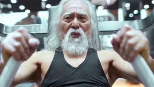 他是中国最帅T台老头,80岁活得像18岁,座驾跟气质很搭!