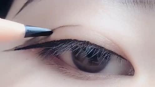 手把手教你化眼妆,新手看一遍也能学会,太迷人了!