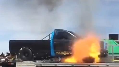 汽车发动机起火有多危险?实拍燃烧的瞬间,最后一幕太震撼了
