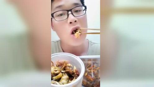 酱爆口味的发财蟹开吃啦,大哥火力全开大口吃过瘾!