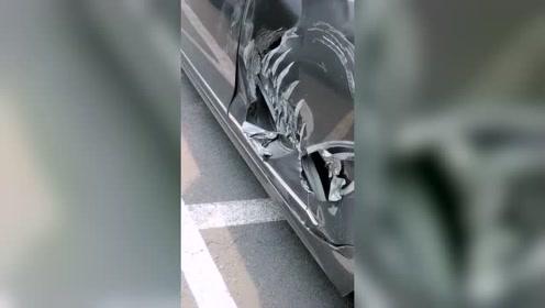 给老婆刚买的新车,还没有到家啊!就成这个样子了!心疼三秒钟!