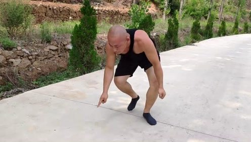 小伙爱健身练一指禅绝活,30秒25个前空翻