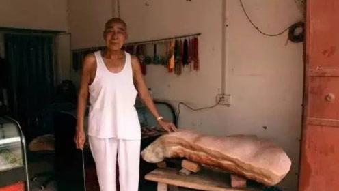 """六旬老人爱好收藏""""猪肉"""",一块猪肉保存8年,10万都不卖"""