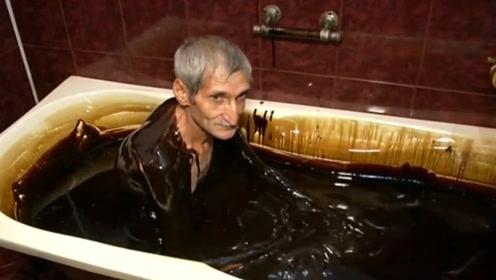这个国家的人用石油洗澡,称能美容养颜,还能预防各种疾病!
