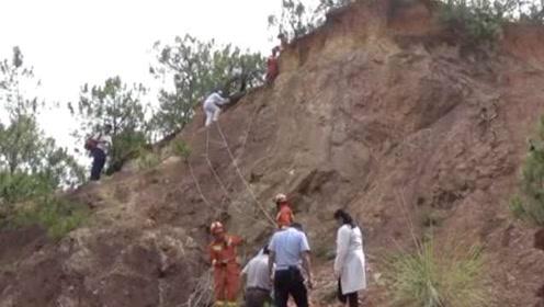 云南3村民上山采野生菌,1人摔下25米深山崖