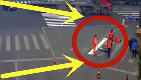 工人路边遭遇飞来横祸,查看监控发现真相不简单,现场太揪心!