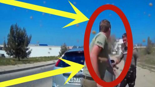 老司机在路上开着车,不料前方有个硬汉,但老司机也不是吃素的!