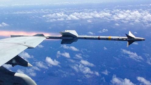 飞行员懵了:锁定敌机发射导弹,对方战机打开加力众目睽睽下消失