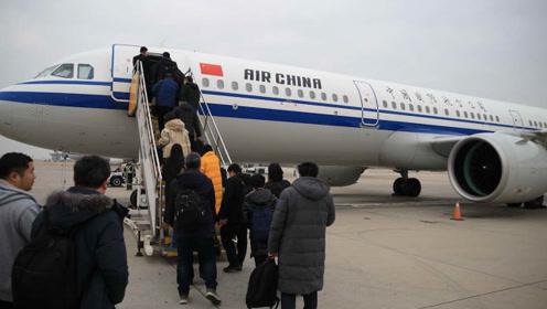 累着乘客玩?飞机每此落地乘客就要下机重进,是另有玄机吗?