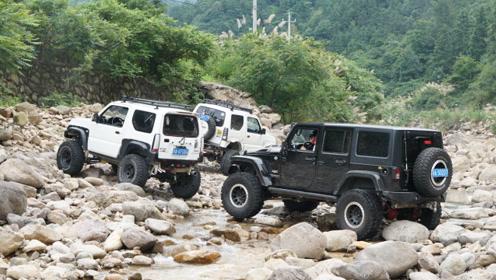 道路冲毁 石头遍布 6寸吉姆尼艰难穿越十字峡谷河道