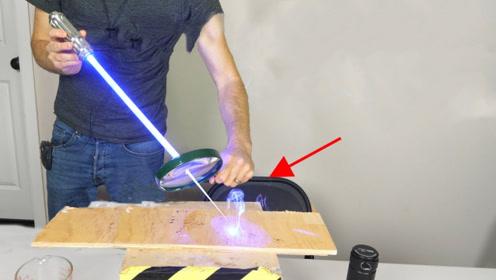 用放大镜将激光放大后会怎样?老外作死实测,神奇的一幕发生了!