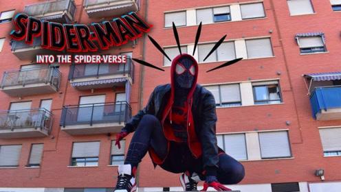 小伙子太迷恋蜘蛛侠,Cosplay暗黑系列蜘蛛侠,很帅啊