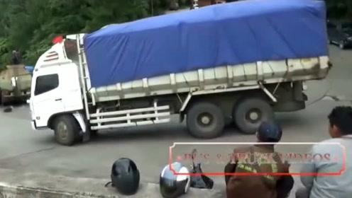 大货车司机下坡,机智操作,让人跪服