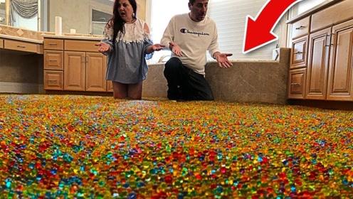 熊孩子将500万颗水宝宝,倒满整个浴室,父母进门瞬间傻眼了!