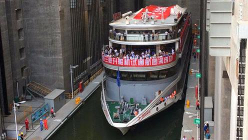 """三峡大坝的""""超级电梯"""",一口气举起10000吨轮船,开眼界了"""
