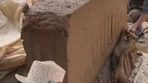砖头是用泥巴烧制出来的,可我想不明白,做好以后为什么看不出来