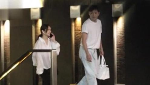 杨丞琳李荣浩求婚后首度合体露面 两人边走边聊十分甜蜜