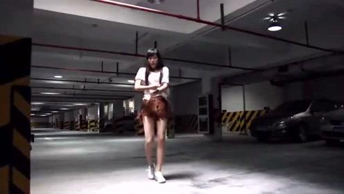 身材纤细的小美女,在地下车库热舞太美了