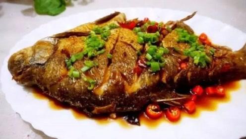 不管煎什么鱼,千万不要直接下锅,多加这一步,鱼不粘锅更鲜嫩