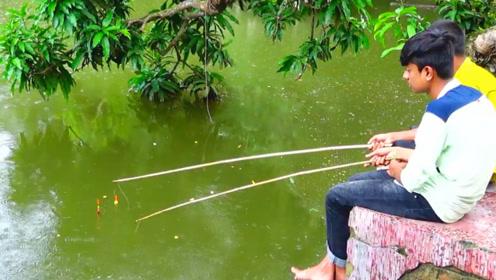 钓鱼:下雨了,也不在乎