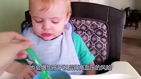 宝宝加辅食后要注意什么?这3样东西添加过早对宝宝身体发育不利