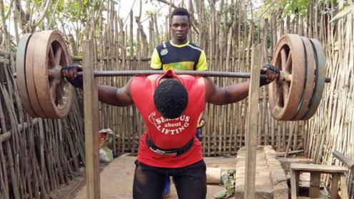 为何非洲人温饱都成问题,成年男性肌肉却很发达?回应:靠它生活