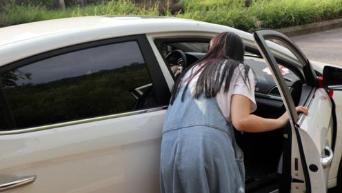 夏天一个简单方法,不开空调也能让车内变凉爽