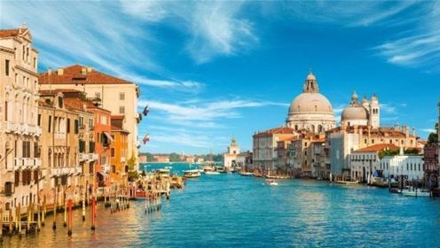 意大利规范游人不文明现象,在景区席地而坐,将会被罚款