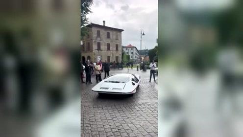 这是什么跑车?这车高应该比F1还低吧!