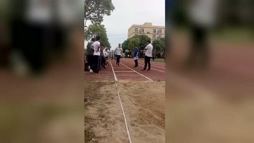 00后的运动会,体育老师都快哭了,未来堪忧!