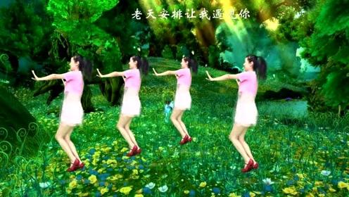 热门广场舞《深深爱上你》又甜又美又醉人,唱得太好听了,附教学
