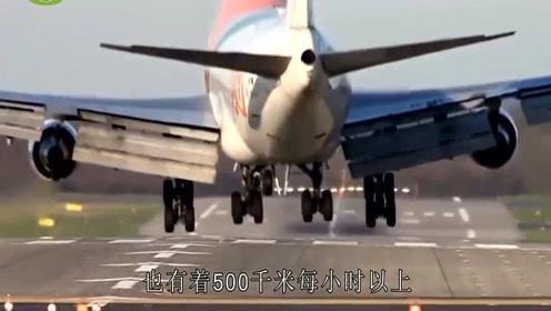 飞机刚起飞撞到小鸟,发动机直接喷火,监控记录全过程