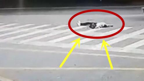 女孩从摩托车上摔下,躺在地上抽搐,司机的做法令人发指!
