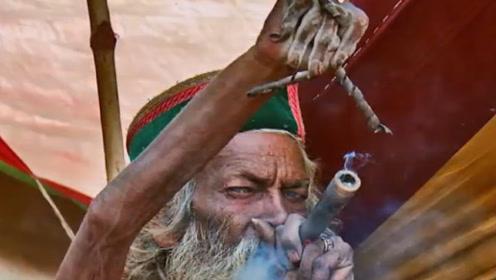 """印度男子顿悟后抛妻弃子,高举右手45年不放,苦练""""湿婆功""""!"""