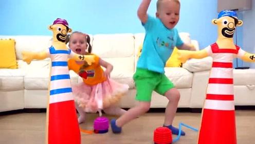 萌娃小可爱们这是在玩什么呀,躲避游戏吗,好多玩具呀!