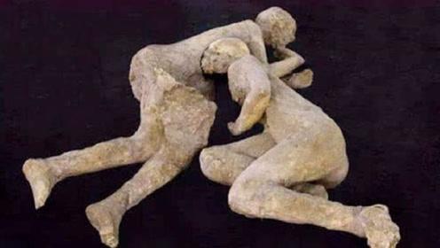 """火山吞没这对情侣,上千年后出土变成""""化石"""",他们姿势让人落泪"""