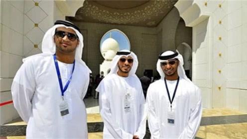 """为何迪拜土豪总穿""""素白袍""""?有何讲究?一起来了解下"""