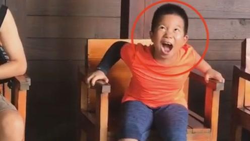 7岁男孩到三亚鱼疗,痒得发出鹅式笑声,就连外国人也不例外